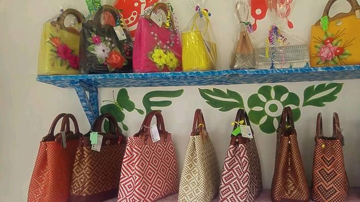 Abren tienda de artesanías para que reclusos vendan productos