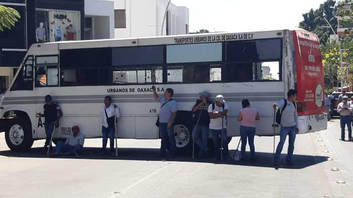 bloquean delegacion imss oaxaca (1)