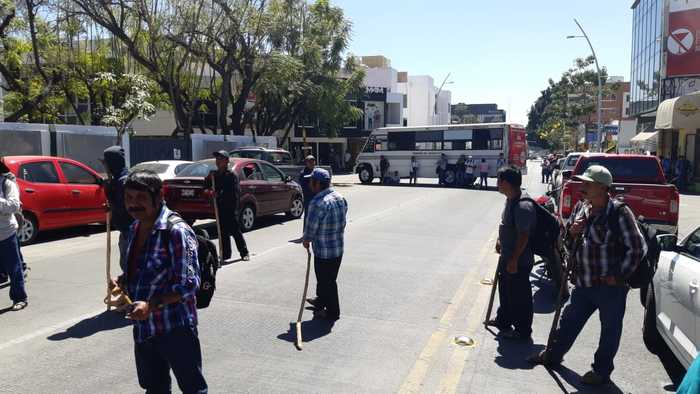 bloquean delegacion imss oaxaca (2)