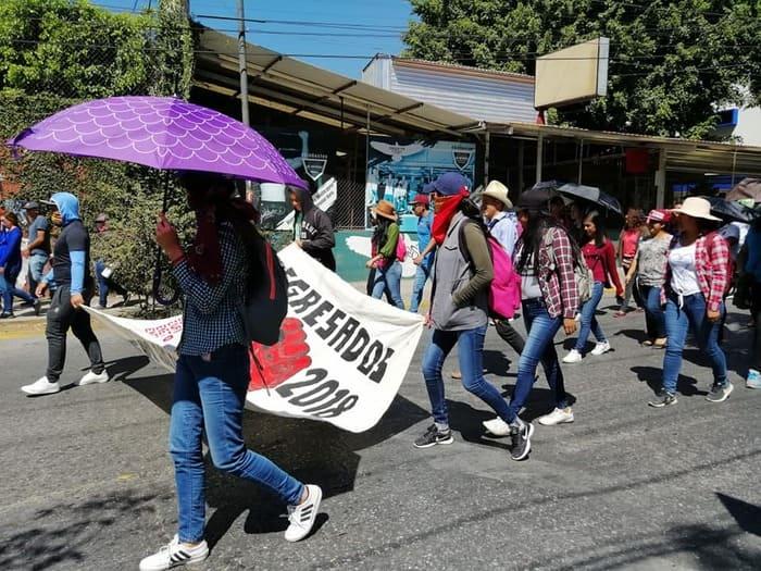 normalistas exigen plazas (1)