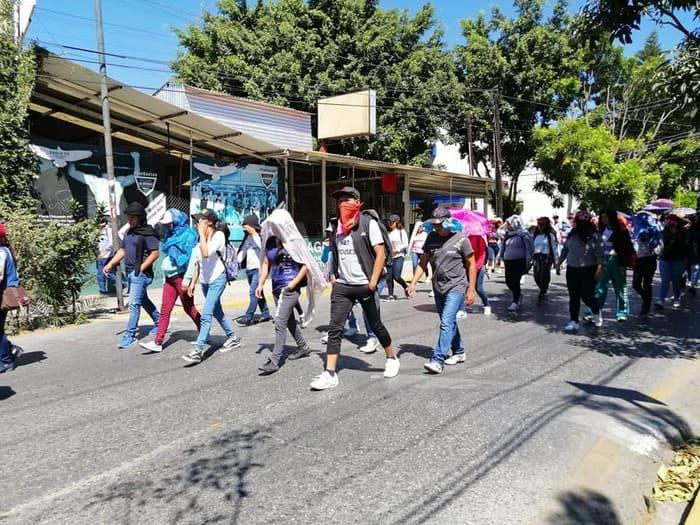 normalistas exigen plazas (3)