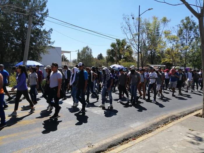 normalistas exigen plazas (4)