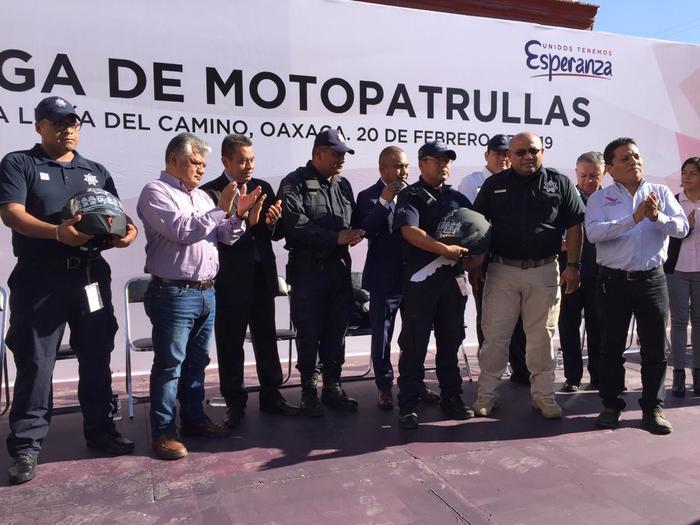 santa lucia del camino entrega moto patrullas seguridad dante montaño montero (2)