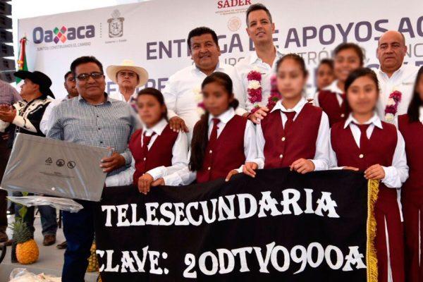 Beneficia IEEPO con equipo y mobiliario a escuelas de Zimatlán