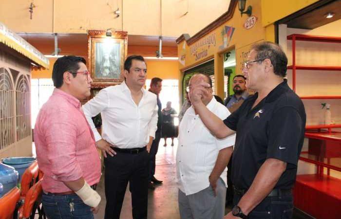 Supervisa Oswaldo García Jarquín trabajos de aseo general en el Mercado 20 de Noviembre