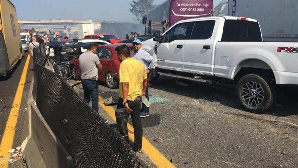 Suman seis muertos por carambola en libramiento Cardel-Veracruz