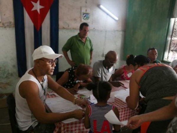 EU endurece embargo a Cuba, en represalia por apoyo a Maduro