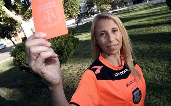 Mujer árbitro es agredida y quemada en partido en Argentina