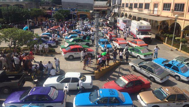 Aplicará Semovi sanciones a mototaxis ilegales en Pinotepa Nacional