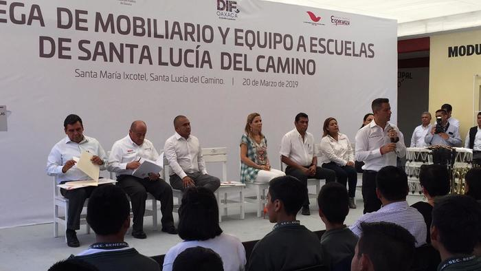 Benefician con mobiliario y equipo a escuelas de Santa Lucía del Camino