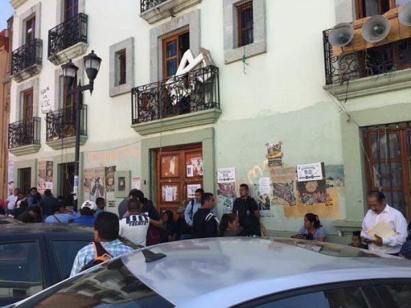 Maestros de Tehuantepec piden docentes para comunidades, señalan que varios han abandonado el servicio