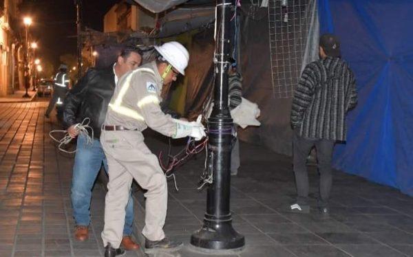 Cortan energía eléctrica a 200 puestos ambulantes del centro histórico