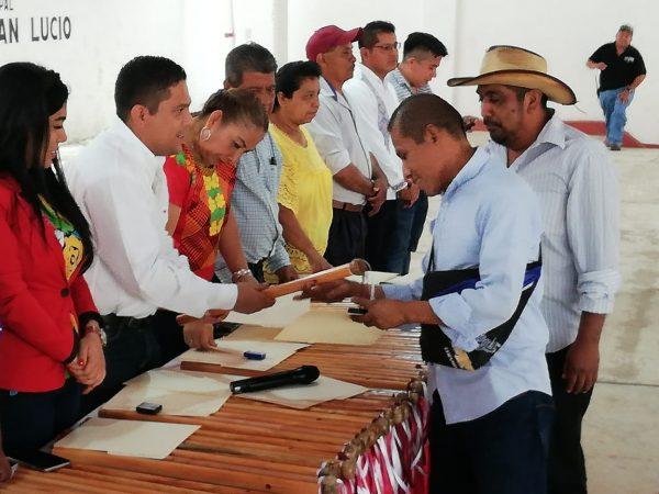 En Jalapa de Díaz entregan nombramientos y Bastón de Mando a autoridades auxiliares