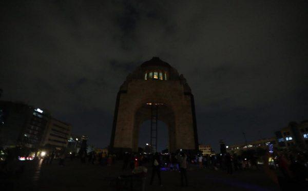 México se unió a la Hora del Planeta apagando la luces durante una hora