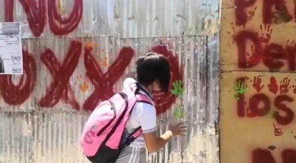 Padres de familia utilizan a niños para frenar construcción de OXXO