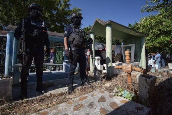 Sepultan a varios de los asesinados en ataque armado de Minatitlán