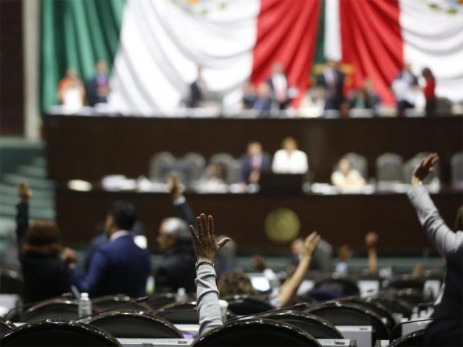 Diputados madrugan a CNTE y dan primera lectura a reforma educativa