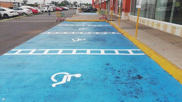 Lanza la UPAV campaña para respetar espacios exclusivos para discapacitados en la Multiplaza