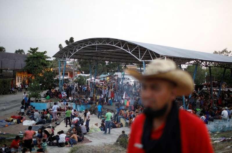 Migrantes incursionan con violencia a Huixtla, Chiapas