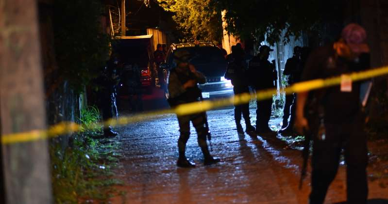 Autoridades buscan a comando que asesinó a 13 personas en Minatitlán