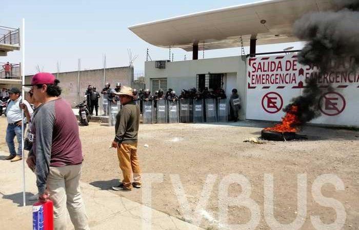 CNPA incendia llanta y bloquea ciudad Administrativa