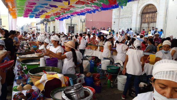 Feria del tejate con 40 productoras en el andador turístico de Oaxaca