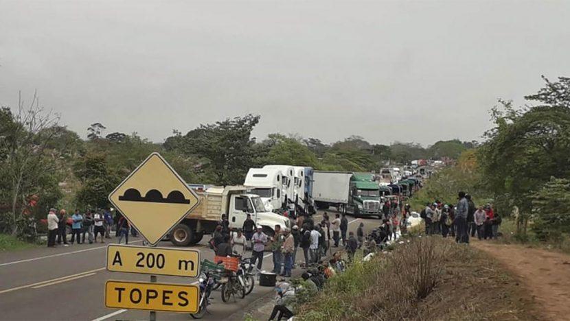 Escasez de víveres por bloqueo en carretera transístmica, aseguran regidores de San Juan Mazatlán Mixe