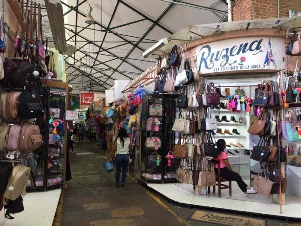 Locatarios preparan celebración por los 125 años del mercado Benito Juárez