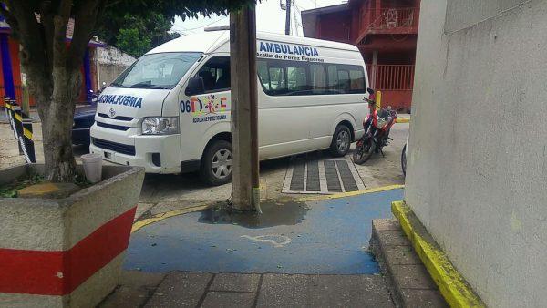 Transito va contra quienes obstruyan rampas de personas con Discapacidad