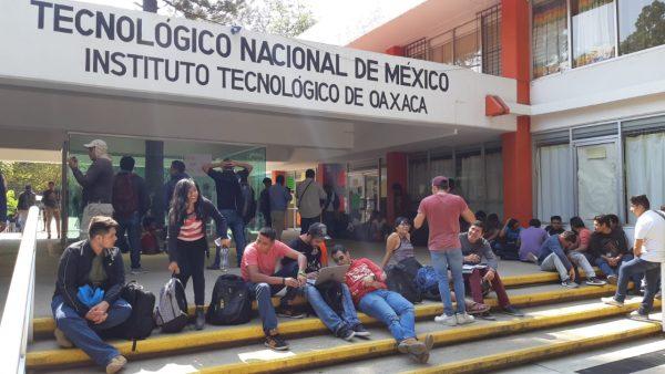 Alumnos toman la dirección del Tecnológico de Oaxaca
