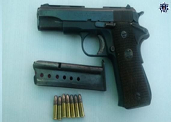 Aseguran Fuerzas Estatales a una persona armada en Loma Bonita