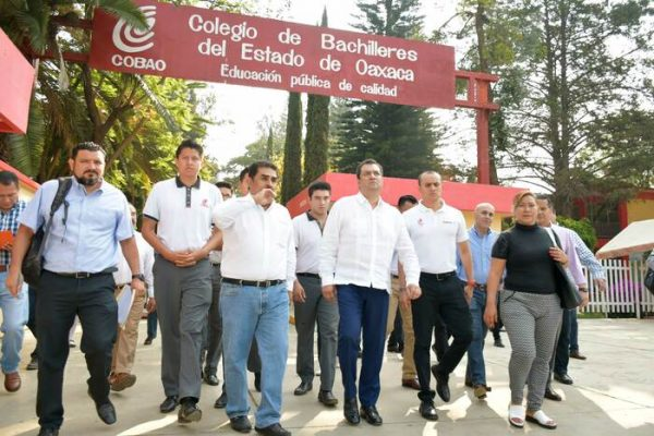 Visita Oswaldo García COBAO de Pueblo Nuevo; garantiza seguridad a estudiantes