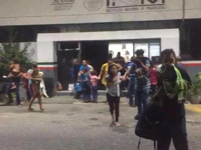 Indocumentados causan incendio en estación migratoria en Tapanatepec