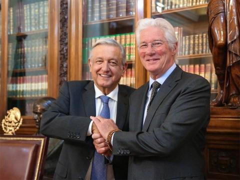 López Obrador se reúne con el actor y activista Richard Gere