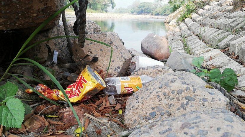 A pesar de labores de limpieza, amanece el río Valle Nacional de nuevo con basura