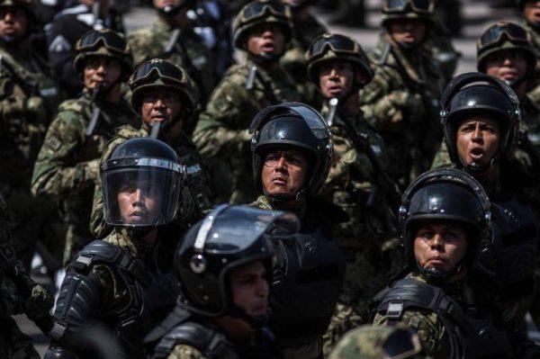 Retienen a militares a cambio de armas de criminales + VIDEO