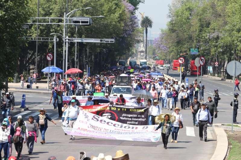 """CNTE amaga con """"acciones contundentes"""" contra reforma educativa de AMLO"""