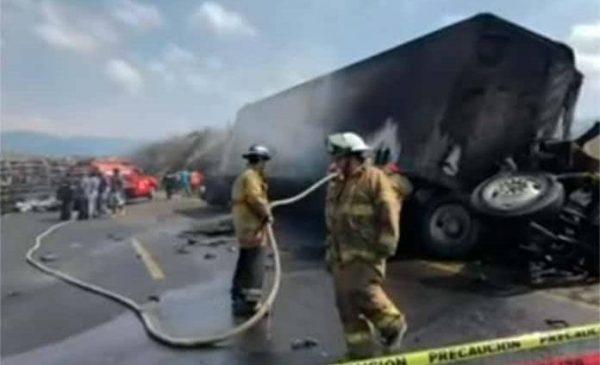 Se eleva a 20 la cifra de muertos por accidente en autopista Veracruz-Puebla