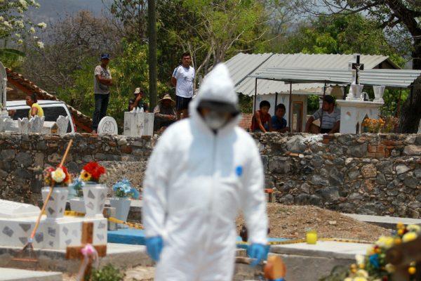 Familiares de desaparecidos en Iguala localizan 13 cuerpos