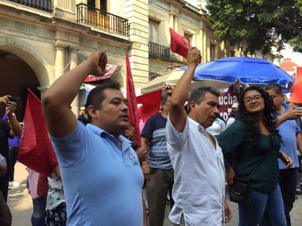 Antorchistas se vuelven a manifiestar en palacio de gobierno
