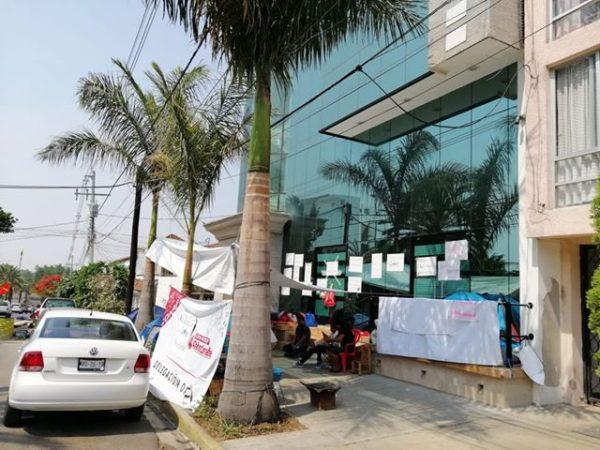 Ex trabajadores de CONAFE continúan en su lucha por recontratación