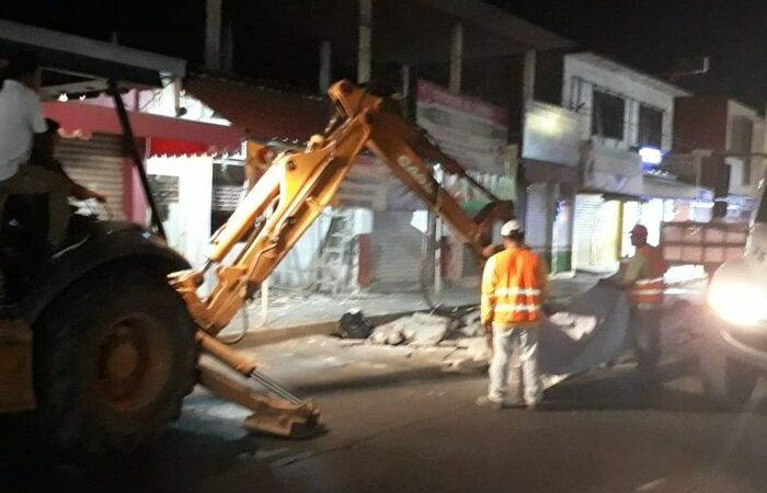 Por posibles fugas de agua, se atrasan trabajos en la avenida Libertad
