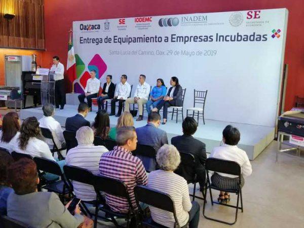 Entregan equipamiento a empresas incubadas en Oaxaca