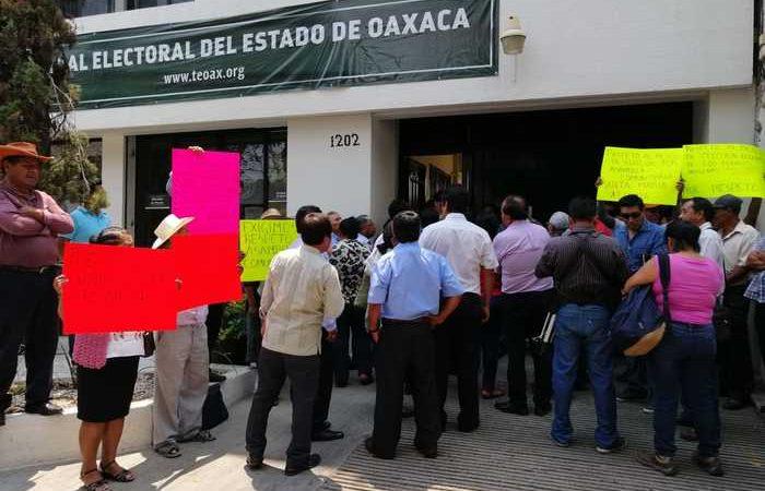Autoridades de Atzompa exigen al TEEO respete autónomia del municipio