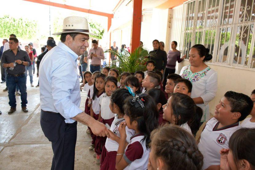 Docentes son piedra angular de la transformación del país: Oswaldo García
