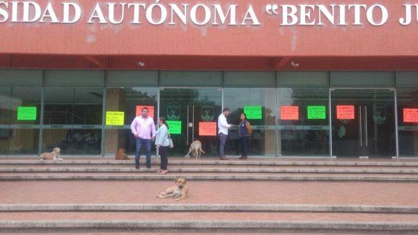 Bloquea STAUO por más de siete horas oficinas de rectoría, exigen solución a sus demandas
