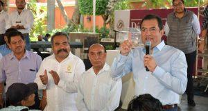 Reconoce edil Oswaldo García a padres  trabajadores del Ayuntamiento capitalino