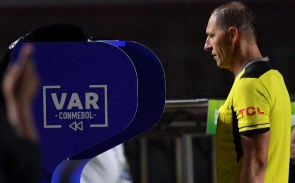 El VAR es utilizado por primera vez en la historia de la Copa América