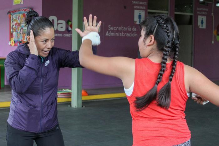 Michelle, la alumna más joven y entusiasta del box femenil en Oaxaca