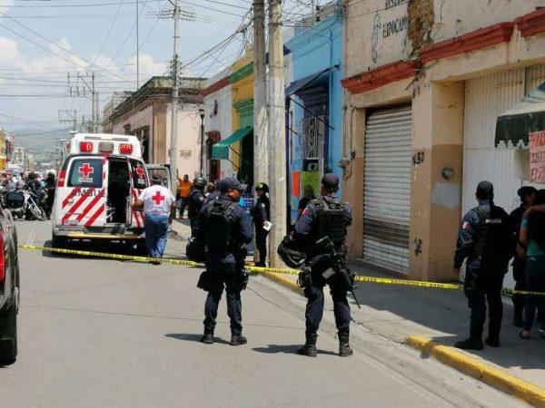 A plena luz del día a una cuadra del zócalo de Oaxaca, ejecutan a sujeto